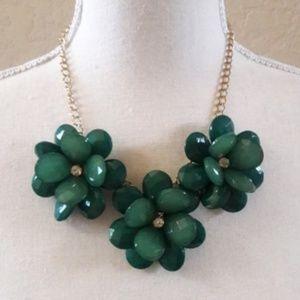 Jewelry - NWOT Chunky Flower Necklace